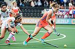 AMSTELVEEN -  Laura Nunnink (Ned)  met Carola Salvatella (Spa)   tijdens Nederland - Spanje (dames) bij de Rabo EuroHockey Championships 2017.  COPYRIGHT KOEN SUYK