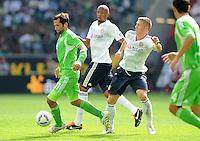 FUSSBALL   1. BUNDESLIGA   SAISON 2011/2012    2. SPIELTAG VfL Wolfsburg - FC Bayern Muenchen      13.08.2011 Hasan SALIHAMIDZIC (li, Wolfsburg) enteilt Jerome BOATENG (Mitte) und Bastian SCHWEINSTEIGER (re, beide Bayern)