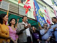 SAO PAULO, 21 DE JULHO DE 2012. CAMPANHA FERNANDO HADDAD. A caminhada do candidato a prefeitura Fernando Haddad pelas ruas do Bairro do Jabaquara. FOTO: ADRIANA SPACA: BRAZIL PHOTO PRESS