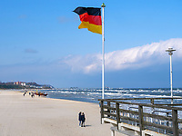 Strand und Seebrücke von Ahlbeck auf der Insel Usedom, Mecklenburg-Vorpommern, Deutschland, Europa<br /> beacu and pier of Ahlbeck, Isle of Usedom, Mecklenburg-Hither Pomerania, Germany, Europe