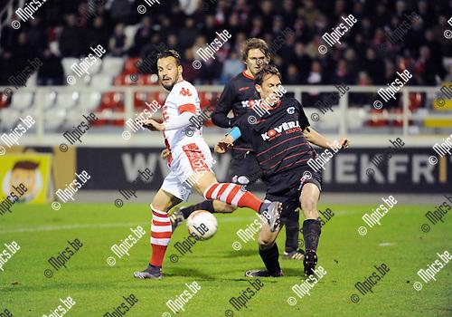 2016-01-30 / Voetbal / Seizoen 2015-2016 / R. Antwerp FC - KSK Heist / Mathieu Cornet (l. Antwerp) met Roel Grant<br /> <br /> Foto: Mpics.be