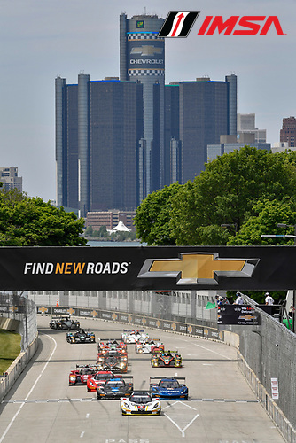 3-4 June, 2016, Detroit, Michigan USA<br /> 5, Chevrolet, Corvette DP, P, Joao Barbosa, Christian Fittipaldi leads the field at the start<br /> &copy;2016, Scott R LePage <br /> LAT Photo USA