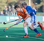 BLOEMENDAAL  - Sybe Melsert van Bldaal met Luc van Riesssen (Kampong) , competitiewedstrijd junioren  landelijk  Bloemendaal JB1-Kampong JB1 (4-3) . COPYRIGHT KOEN SUYK