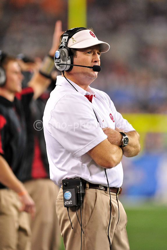 Jan 1, 2011; Glendale, AZ, USA; Oklahoma Sooners head coach Bob Stoops stands on the sidelines in the 4th quarter of the 2011 Fiesta Bowl against the Connecticut Huskies at University of Phoenix Stadium.  The Sooners won the game 48-20.