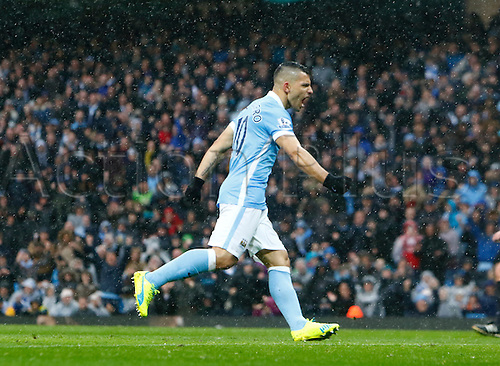09.04.2016. The Emirates Stadium, Manchester, England. Barclays Premier League. Manchester City versus West Bromwich Albion. Manchester City striker Sergio Agüero celebrates after scoring his team's first goal from the penalty spot.