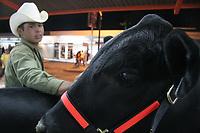 Marco Arturo Escalante Acuña ciuda del ganado raza Bragus propiedad del ingeniero Manuel Martínez proveniente de Querobabi, Son.