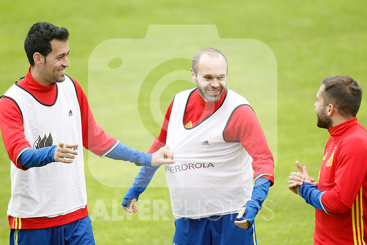 Spain's Sergio Busquets (l), Andres Iniesta (c) and Jordi Alba during preparing training stage to Euro 2016. May 30,2016.(ALTERPHOTOS/Acero)