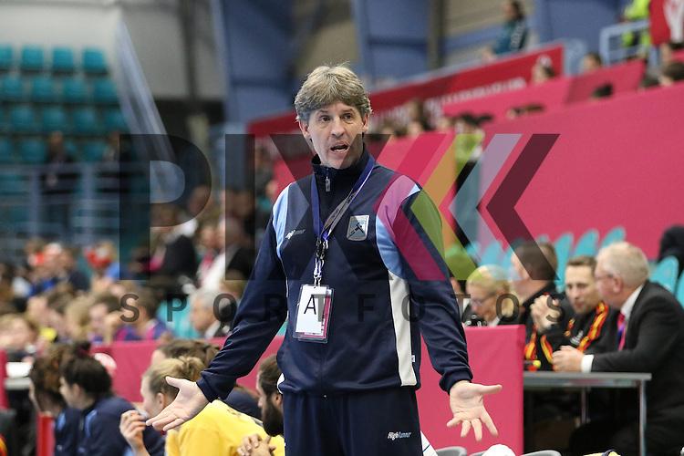 Kolding (DK), 010.12.15, Sport, Handball, 22th Women's Handball World Championship, Vorrunde, Gruppe C, Argentinien-Brasilien : Eduardo Peruchena (Argentinien, Trainer)<br /> <br /> Foto &copy; PIX-Sportfotos *** Foto ist honorarpflichtig! *** Auf Anfrage in hoeherer Qualitaet/Aufloesung. Belegexemplar erbeten. Veroeffentlichung ausschliesslich fuer journalistisch-publizistische Zwecke. For editorial use only.