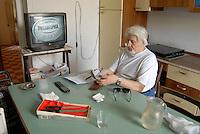 """Milano, il """"Custode Sociale"""" per aiutare gli anziani rimasti soli"""