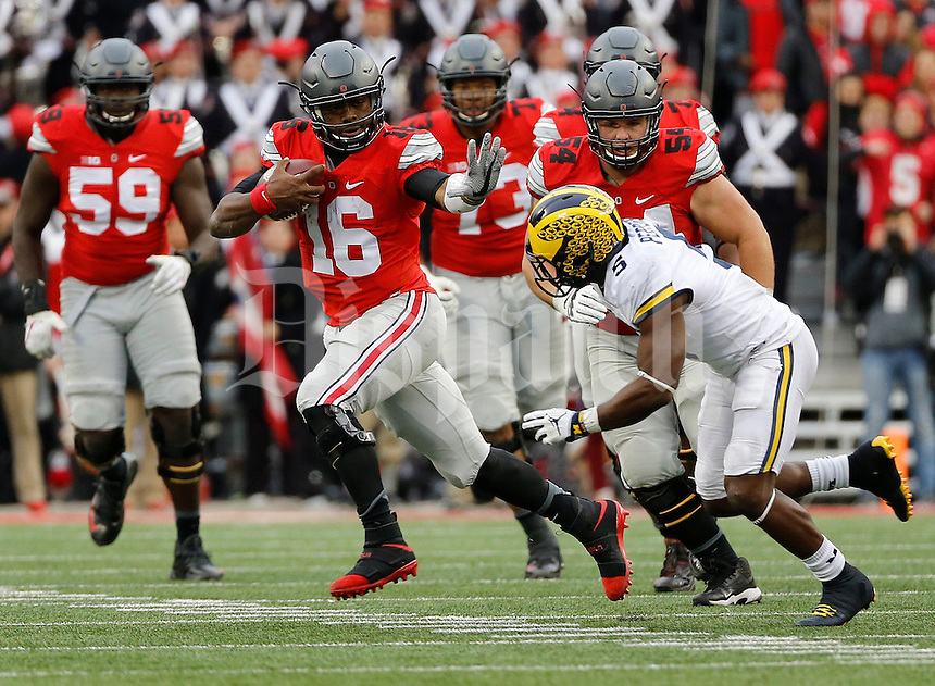 Ohio State Buckeyes quarterback J.T. Barrett (16) runs around Michigan Wolverines linebacker Jabrill Peppers (5) during the fourth quarter of the NCAA football game at Ohio Stadium in Columbus on Nov. 26, 2016. Ohio State won 30-27. (Adam Cairns / The Columbus Dispatch)
