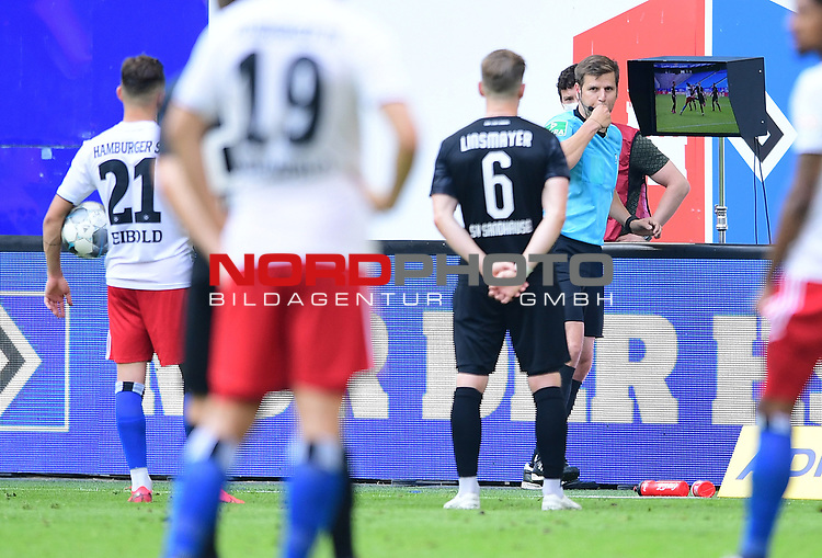Schiedsrichter Frank Willenborg schaut sie Szene zum Foul an<br />Hamburg, 28.06.2020, Fussball 2. Bundesliga, Hamburger SV - SV Sandhausen<br />Foto: Tim Groothuis/Witters/Pool//via nordphoto<br /> DFL REGULATIONS PROHIBIT ANY USE OF PHOTOGRAPHS AS IMAGE SEQUENCES AND OR QUASI VIDEO<br />EDITORIAL USE ONLY<br />NATIONAL AND INTERNATIONAL NEWS AGENCIES OUT