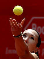 BOGOTÁ - COLOMBIA - 23-02-2013: Jelena Jonkovic de Serbia, en acción, durante partido por la Copa de Tenis WTA Bogotá, febrero 23 de 2013. (Foto: VizzorImage / Luis Ramírez / Staff). Jelena Jonkovic from Serbia in action, during a match for the WTA Bogota Tennis Cup, on February 23, 2013, in Bogota, Colombia. (Photo: VizzorImage / Luis Ramirez / Staff).................................