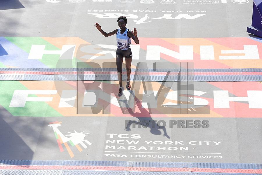Nova York (EUA), 03/11/2019 - Maratona de Nova York -  Mary Keitany, do Quênia, chega em segundo lugar durante a Maratona TCS de Nova York em 2019 em 3 de novembro de 2019. - Geoffrey Kamworor e Joyciline Jepkosgei selaram uma dupla vitória para o Quênia na Maratona de Nova York no domingo, atingindo vitórias convincentes em as corridas de homens e mulheres na mostra anual. Kamworor, o campeão de Nova York de 2017, se destacou nas etapas finais para levar a fita no Central Park 2h 8min 13s. (Foto: William Volcov/Brazil Photo Press)