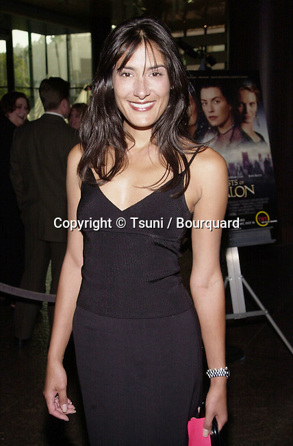 Alicia Coppola arriving at the premiere of Mist of Avalon at the Director Guild of America in Los Angeles. The Mist of Avalon is the legendary story of Camelot seen through the eyes of the women who wielded power behind King Arthur throne. June 25, 2001  © Tsuni          -            CoppolaAlicia14.jpg
