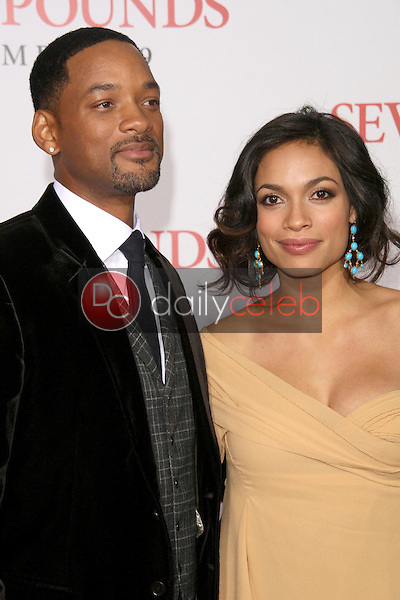 Will Smith and Rosario Dawson <br /> at the Los Angeles Premiere of 'Seven Pounds'. Mann Village Theatre, Westwood, CA. 12-16-08<br /> Dave Edwards/DailyCeleb.com 818-249-4998