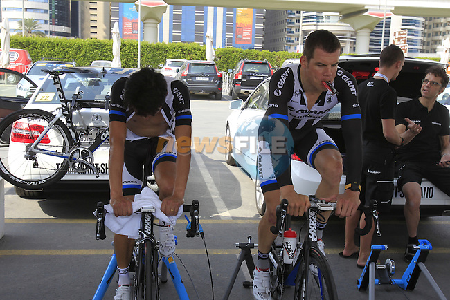 Team Giant-Shimano riders warm up before Stage 1, individual time trial over 9.9km, of the inaugural Dubai Tour 2014 held in downtown Dubai, Dubai. 5th February 2014.<br /> Picture: Eoin Clarke www.newsfile.ie