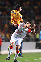MORELIA - MEXICO -28 -01-2014: Ignacio Gonzalez (Izq.) jugador de Monarcas Morelia de Mexico, disputa el balón con Luis Seijas (Der.) jugador del Independiente Santa Fe de Colombia, durante partido por la primera fase, llave G5 de la Copa Libertadores en el estadio Morelos de la ciudad de Morelia. / Ignacio Gonzalez (L) player of Monarcas Morelia of Mexico, struggles for the ball with Luis Seijas (L), player of Independiente Santa Fe of Colombia, during a match for the first phase, g5 key of the Copa Bridgestone Libertadores in Morelos stadium in Morelia city, Photo: VizzorImage  / Manuel Velasquez / Jam Media / Cont
