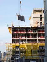 Nederland - Amsterdam -  November 2019. Oostenburgereiland.  Bouwwerkzaamheden bij INIT.  Er worden een hotel, woningen en een parkeergarage gerealiseerd.  Foto Berlinda van Dam / Hollandse Hoogte