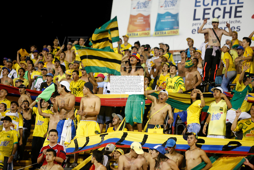 FLORIDABLANCA - COLOMBIA - 22 - 05 - 2016: Hinchas de Atletico Bucaramanga animan a su equipo durante partido entre Atletico Bucaramanga y La Equidad, por la fecha 19 de la Liga Aguila I-2016, jugado en el estadio Alvaro Gomez Hurtado de la ciudad de Floridablanca. / Fans of Atletico Bucaramanga cheer for their team, during a match between Atletico Bucaramanga and La Equidad, for the date 19 of the Liga Aguila I-2016 at the Alvaro Gomez Hurtado Stadium in Floridablanca city Photo: VizzorImage  / Duncan Bustamante / Cont.