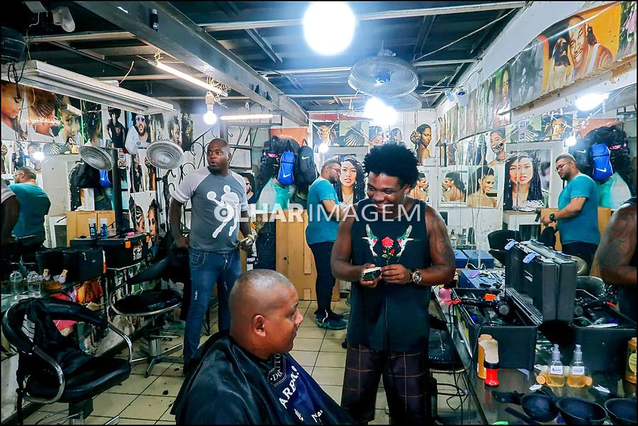 Barbearia Salao Afro, centro da cidade, Rio de Janeiro. 2019. Foto © Juca Martins