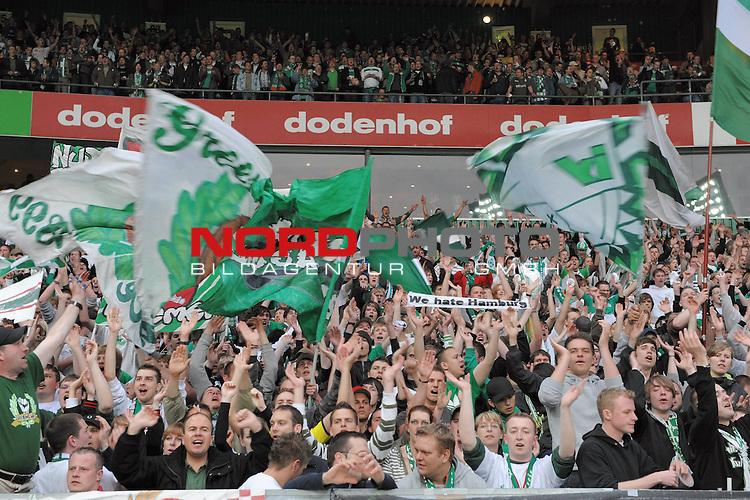 UEFA CUP 2008/2009 <br /> Halbfinale 1/2 Weserstadion 30.04.2009<br /> <br /> Werder Bremen (GER) - HSV Hamburg ( GER ) 0:1<br /> <br /> Werder Fans - Ostkurve<br /> <br /> Foto &copy; nph (  nordphoto  )