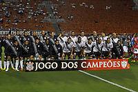 SÃO PAULO, SP, 18 DE JANEIRO DE 2012 - AMISTOSO CORINTHIANS x PORTUGUESA - Time do Corinthians  antes da partida amistosa entre Corinthians x Portuguesa, realizado no Estádio Paulo Machado de Carvalho (Pacaembú). FOTO: LEVI BIANCO - NEWS FREE