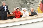20150624 Queen Elizabeth II auf Bootsfahrt vor dem Reichtstag