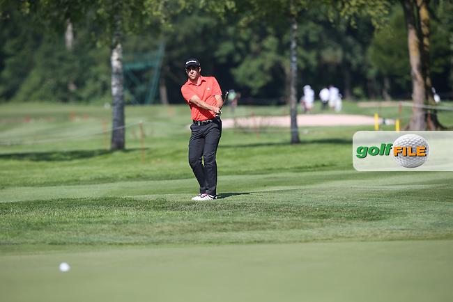 Adrian Otaegui (ESP) plays a low running chip onto the 7th during Round One of the 2015 BMW International Open at Golfclub Munchen Eichenried, Eichenried, Munich, Germany. 25/06/2015. Picture David Lloyd | www.golffile.ie
