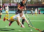 AMSTELVEEN - Hockey - Hoofdklasse competitie dames. AMSTERDAM-DEN BOSCH (3-1) Marloes Keetels (Den Bosch)  met Maria Verschoor (A'dam) . COPYRIGHT KOEN SUYK