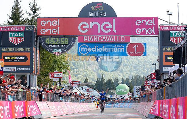 Mikel Landa (ESP) Team Sky wins Stage 19 of the 100th edition of the Giro d'Italia 2017, running 191km from San Candido/Innichen to Piancavallo, Italy. 26th May 2017.<br /> Picture: LaPresse/Simone Spada | Cyclefile<br /> <br /> <br /> All photos usage must carry mandatory copyright credit (&copy; Cyclefile | LaPresse/Simone Spada)