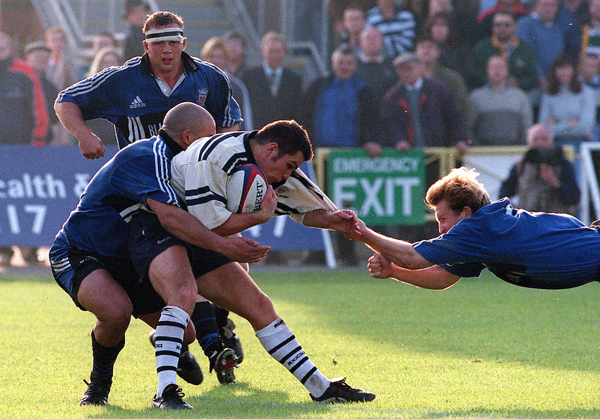 Photo: Ken Brown.16.10.99 Bristol v Bath.Shaun Berne holds on to Paul Whittackers shirt