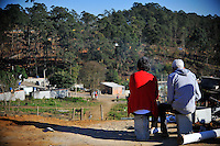 ITAQUAQUECETUBA, SP, 03.08.2015 - REINTEGRAÇÃO-SP - Aproximadamente mil homens da Policia Militar participaram da reintegracao de posso numa area de 2,7 mil metros quadrados na Fazenda Albor que fica entre as cidades de Aruja, Itaquaquecetuba e Guarulhos na grande Sao Paulo, nesta segunda-feira, 03. Nao houve resistencia por parte dos ocupantes sendo que a maioria ja não estava mais no local. (Foto: Warley Leite/Brazil Photo Press)