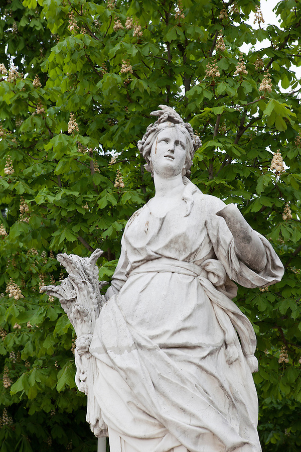 Statue of a woman, Tuileries Gardens (Jardin des Tuileries) in spring, Paris, France, Europe
