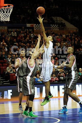 GRONINGEN - Basketbal, Flames - Rotterdam, Dutch Basketbal League, Martiiniplaza, seizoen 2013-2014, 07-01-2014,  Flames speler Dan Coleman  in duel met Rotterdam speler Matthew Otten