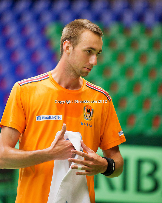 03-04-12, Netherlands, Amsterdam, Daviscup Netherlands-Romenia, Training, Thomas Schoorel