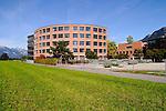 Gymnasium im Vergleich mit Hochstativ fotografiert, in Vaduz, Liechtenstein Foto: Paul Trummer