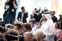 Ein Journalist aus Katar stellt am Mittwoch (17.09.14) in Berlin bei einer Pressekonferenz eine Frage.<br /> Foto: Axel Schmidt/CommonLens
