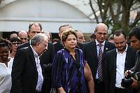 SAO PAULO, SP, 14.09.2013 - A presidente Dilma Rousseff comparece ao velório do corpo do ex-ministro Luiz Gushiken, no Cemitério Redenção, na região oeste da capital paulista, na manhã deste sábado (14). Gushiken morreu na noite de ontem (13), no Hospital Sírio-Libanês, onde estava internado em estado grave para tratar de um câncer. O enterro está confirmado para às 16h. (Foto: Mauricio Camargo / Brazil Photo Press).