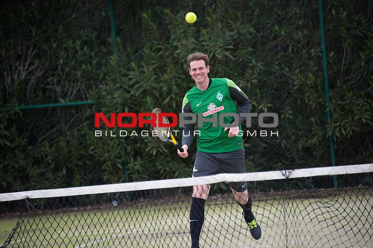 Trainingsgel&auml;nde, Jerez, ESP, 1.FBL, Trainingslager Werder Bremen 2014,  15.01.2014, <br /> <br /> Tim Borowski spielt Tennis<br /> <br /> Foto &copy; nordphoto/ Kokenge