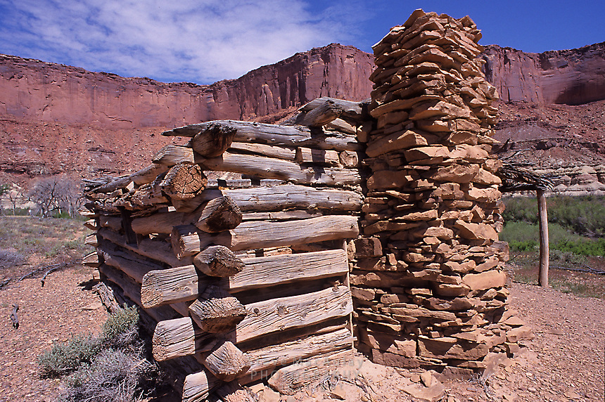 "Old ""outlaw"" cabin at Fort Bottom, Green River, Canyonlands National Park, Utah"