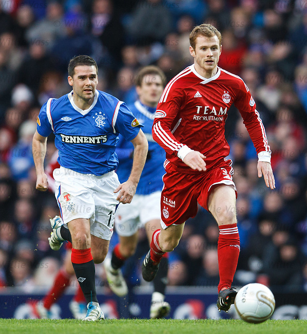 David Healy chases Mark Reynolds