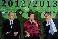 BRASILIA, DF, 04 DE JULHO DE 2012 - A presidente da Republica Dilma Rousseff (C), presidente do Congresso Nacional Jose Sarney (E) e o presidente da Camara Federal Marco Maia durante cerimonia de lancamento do Plano Safra da Agricultura Familiar 2012/2013, no Palacio do Planalto nesta quarta-feira, 04. - Foto: Pedro Franca/Brazil Photo Press