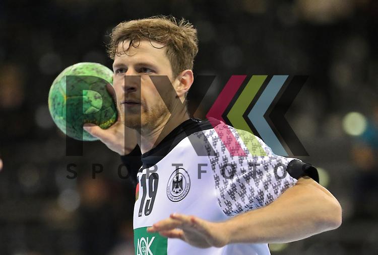 Flensburg, 06.11.15, Sport, Handball Supercup 2015, Deutschland-Brasilien : Martin Strobel (Deutschland, #19)<br /> <br /> Foto &copy; PIX-Sportfotos *** Foto ist honorarpflichtig! *** Auf Anfrage in hoeherer Qualitaet/Aufloesung. Belegexemplar erbeten. Veroeffentlichung ausschliesslich fuer journalistisch-publizistische Zwecke. For editorial use only.