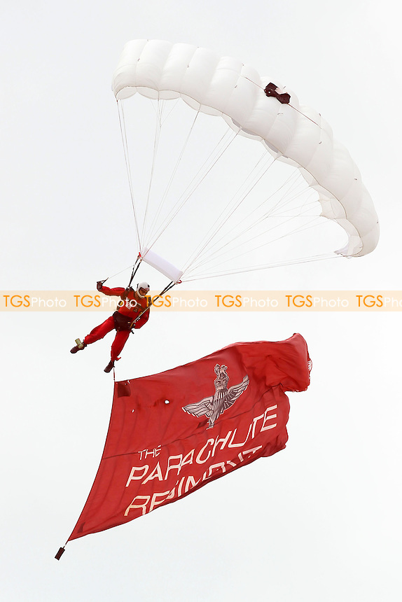 A member of the Parachute Regiment drops in ahead of the start - Hampshire Royals vs Essex Eagles - Yorkshire Bank YB40 Cricket at the Ageas Bowl, West End, Southampton - 11/08/13 - MANDATORY CREDIT: Gavin Ellis/TGSPHOTO - Self billing applies where appropriate - 0845 094 6026 - contact@tgsphoto.co.uk - NO UNPAID USE