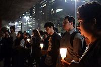 SAO PAULO, 11 DE JULHO DE 2012 - MANIFESTACAO VIOLENCIA POLICIAL - Manifestantes em protesto contra a morte e violencia de jovens pela policia, no vao livre do MASP, na noite desta quarta feira. FOTO: ALEXANDRE MOREIRA - BRAZIL PHOTO PRESS
