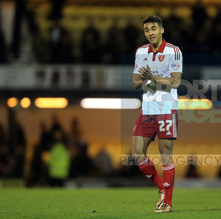 Sheffield United's Dom Calvert-Lewin applauds the fans at the final whistle during the League One match at Roots Hall Stadium.  Photo credit should read: David Klein/Sportimage