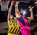 Owen KLASSEN (#5 MHP Riesen Ludwigsburg) \Martin BREUNIG (#12 Telekom Baskets Bonn) \ beim Spiel in der Basketball Bundesliga, MHP Riesen Ludwigsburg - Telekom Baskets Bonn.<br /> <br /> Foto &copy; PIX-Sportfotos *** Foto ist honorarpflichtig! *** Auf Anfrage in hoeherer Qualitaet/Aufloesung. Belegexemplar erbeten. Veroeffentlichung ausschliesslich fuer journalistisch-publizistische Zwecke. For editorial use only.