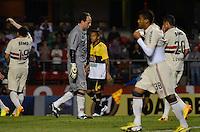 SÃO PAULO, SP, 05 DE SETEMBRO DE 2013 - CAMPEONATO BRASILEIRO - SÃO PAULO x CRICÚMA: Rogério Ceni desperdiça cobrança de penalti durante partida São Paulo x Criciúma, válida pela 18ª rodada do Campeonato Brasileiro de 2013, disputada no estádio do Morumbi em São Paulo. FOTO: LEVI BIANCO - BRAZIL PHOTO PRESS.