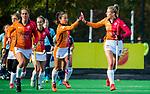 Laren -Valerie Magis (OR) heeft de stand op 0-1 gebracht tijdens de Livera hoofdklasse  hockeywedstrijd dames, Laren-Oranje Rood (1-3).   links Daphne van der Velden (OR) , midden Shihori Oikawa (OR)    COPYRIGHT KOEN SUYK