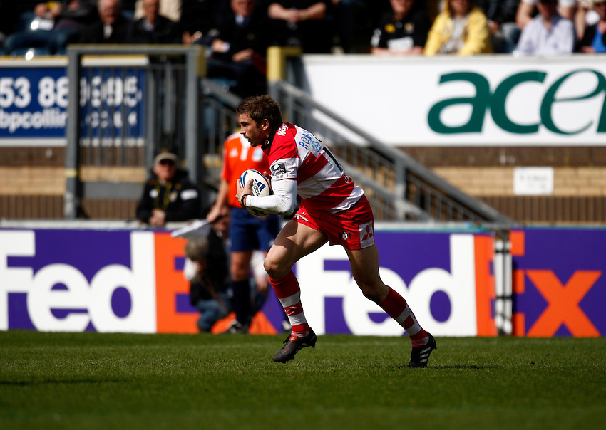 Photo: Richard Lane/Richard Lane Photography. London Wasps v Gloucester Rugby. Amlin Challenge Cup Quarter Final. 11/04/2010. Gloucester's Nicky Robinson attacks.
